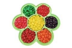Jelly Beans dans le plat formé par fleur Image libre de droits