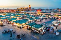 Jemaa elFnaa正方形和市场黄昏的 库存图片