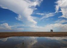 Jemand auf dem Strand lizenzfreie stockfotografie