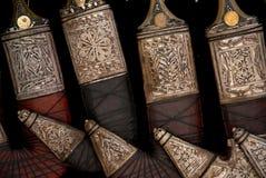Jemenitische Dolche im Sanaa-Markt souk in Yemen Lizenzfreie Stockfotos