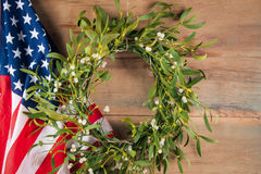 Jemioła i flaga amerykańska Święta dekorują odznaczenie domowych świeżych pomysłów Obrazy Royalty Free