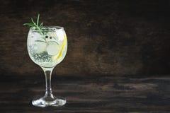 Jenever en tonische cocktail stock afbeelding