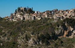 Jenne ist ein mittelalterliches Dorf auf dem Felsen lizenzfreie stockfotos