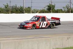Jennifer Jo Cobb qualifiant la série 10 de camion de NASCAR Photos libres de droits