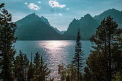 Jenny Lake e o Tetons, Wyoming imagens de stock