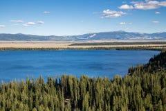 Jenny Lake på den storslagna Teton nationalparken, Wyoming, USA Arkivbild
