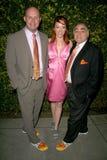 Jenny McShane avec le repère Allen et l'or de Stephen des chaussures de Glagla à la réception annuelle du Pré-Oscar des Etats-Unis Photos libres de droits