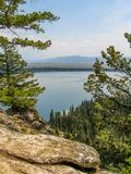 Jenny See im großartigen Teton Nationalpark lizenzfreies stockbild