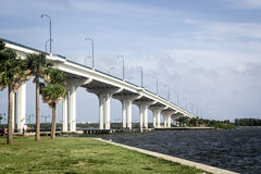 Jensen Beach Bridge lizenzfreie stockbilder