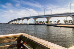 Jensen Beach Bridge Florida lizenzfreies stockfoto