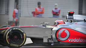 Jenson Button racing in F1 Singapore GP Royalty Free Stock Image