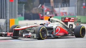 Jenson Button racing in F1 Singapore GP Royalty Free Stock Photos