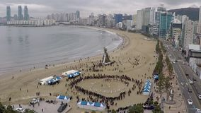 JeongwolDaeboruem l'evento lunare di notte di San Silvestro in spiaggia di Gwangalli, Busan, Corea del Sud, Asia archivi video