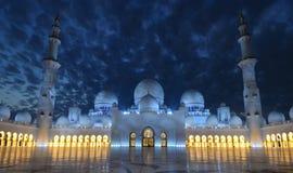 Jeque Zayed Mosque en la noche, Abu Dhabi Fotos de archivo libres de regalías