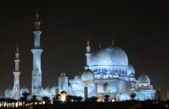 Jeque Zayed Mosque iluminada en la noche Imagen de archivo libre de regalías