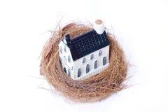 Jerarquía y casa, economía del pájaro de las propiedades inmobiliarias Fotografía de archivo