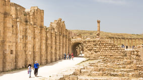 JERASH, ΙΟΡΔΑΝΊΑ - 25 ΑΠΡΙΛΊΟΥ 2016: Κύρια περιοχή Jerash ιχνών στοκ εικόνες