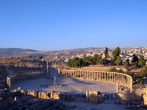 Jerash columns ii. Ancient roman columns at jerash Stock Photo