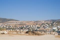 Jerash moderno y antiguo, Jordania Fotos de archivo