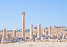 Jerash moderno y antiguo, Jordania Fotografía de archivo