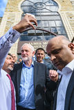 Jeremy Corbyn-Besuchsmoschee stockbild
