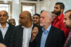 Jeremy Corbyn-Besuchsmoschee stockfotos