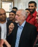 Jeremy Corbyn odwiedza meczet zdjęcie stock
