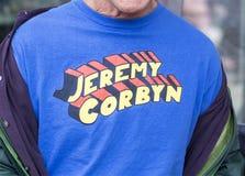 Jeremy Corbyn stålmant-skjorta slogan arkivbild
