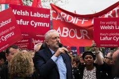 Jeremy Corbyn visita el campo común de Whitchurch, Cardiff, el Sur de Gales, Reino Unido foto de archivo