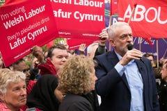 Jeremy Corbyn visita el campo común de Whitchurch, Cardiff, el Sur de Gales, Reino Unido fotos de archivo
