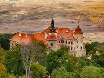 Jereri-Schloss und Kohlengrube auf einem Hintergrund Lizenzfreies Stockbild
