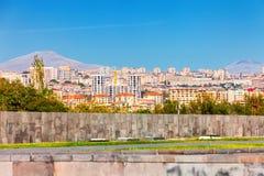 Jerevan, Αρμενία - 26 Σεπτεμβρίου 2016: Μια άποψη Jerevan από το μνημείο γενοκτονίας στην ηλιόλουστη ημέρα και άποψη σχετικά με A Στοκ φωτογραφίες με δικαίωμα ελεύθερης χρήσης