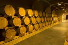 JEREVAN, ΑΡΜΕΝΙΑ, ΣΤΙΣ 21 ΣΕΠΤΕΜΒΡΊΟΥ 2017: Ξύλινα βαρέλια του ηλικίας κρασιού Στοκ φωτογραφία με δικαίωμα ελεύθερης χρήσης