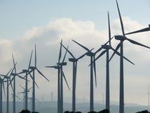 Jerez de la Frontera, Espa?a 01/04/2007 Parque eólico con el alto bl imágenes de archivo libres de regalías
