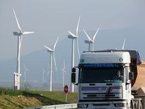 Jerez de la Frontera, Espa?a 01/04/2007 Parque eólico con las altas cuchillas fotografía de archivo