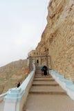 Jericho, Israël - 16 februari 2017 Mening van de Berg van Verleiding en het Klooster van Verleiding in Jericho Stock Foto