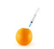 Jeringuilla en naranja Imagen de archivo libre de regalías