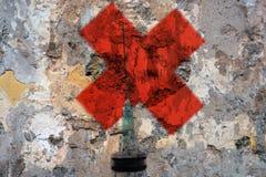 Jeringuilla y Cruz Roja Fotos de archivo libres de regalías
