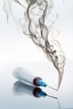 Jeringuilla y humo Fotos de archivo