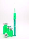 Jeringuilla y redomas médicas Foto de archivo libre de regalías