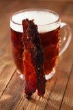 Jerky wołowina z piwem - domowej roboty wysuszony leczący spiced mięso zdjęcia royalty free