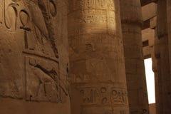 Jeroglíficos del templo de Karnak imagen de archivo libre de regalías