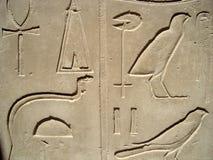 Jeroglíficos egipcios en Luxor Imágenes de archivo libres de regalías