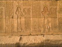 Jeroglíficos en el templo de Kom Ombo Foto de archivo