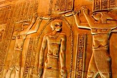 Jeroglíficos en el templo Luxor imagenes de archivo