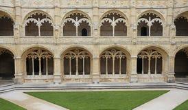 Jeronimos修道院内部法院在里斯本,葡萄牙 库存照片