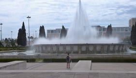 Jeronimos kloster och springbrunn Lissabon Portugal arkivfoto