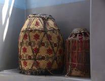 Jerozolima, Izrael, 15 2017 Czerwiec, Dwa ceremonialnego bębenu używać w obrządach religijna w Etiopskim Ortodoksalnym kościół i  fotografia royalty free