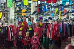 JEROZOLIMA IZRAEL, LUTY, - 21, 2013: Children odzież na ma Fotografia Stock