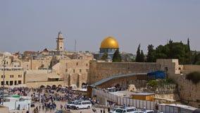 Jerozolima Izrael, Marzec, - 2018: Wiele Żydowscy ludzie odwiedza ten religijnego miejsce, western ściana, ono modlić się w Jeroz fotografia stock